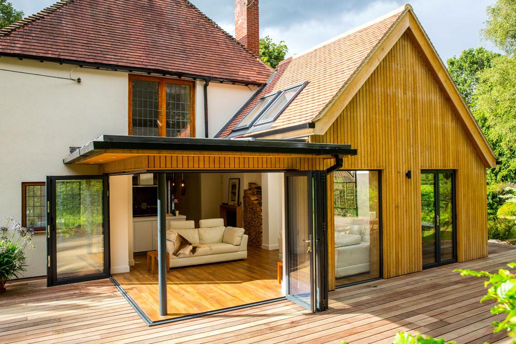 Design-&-Build-slider---oak-clad-outbuilding